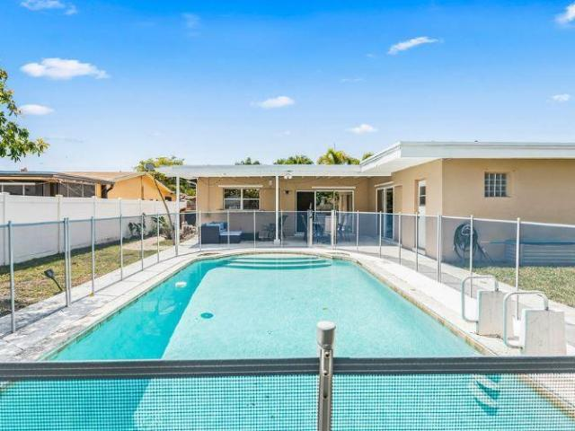 3 Bedroom Luxury Villa For Rent In Hollywood, Florida