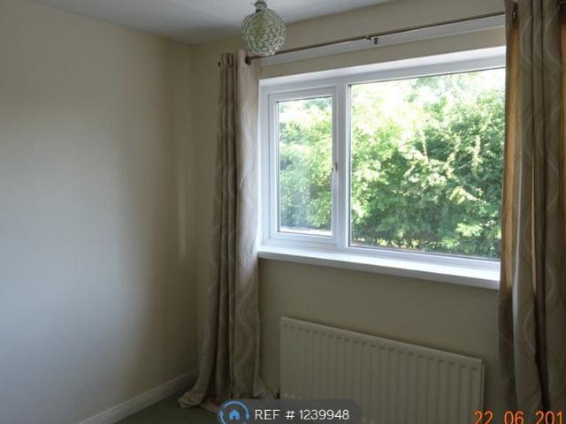 3 Bedroom Semi Detached House To Let In Angrove Close Yarm For £699 Per Month
