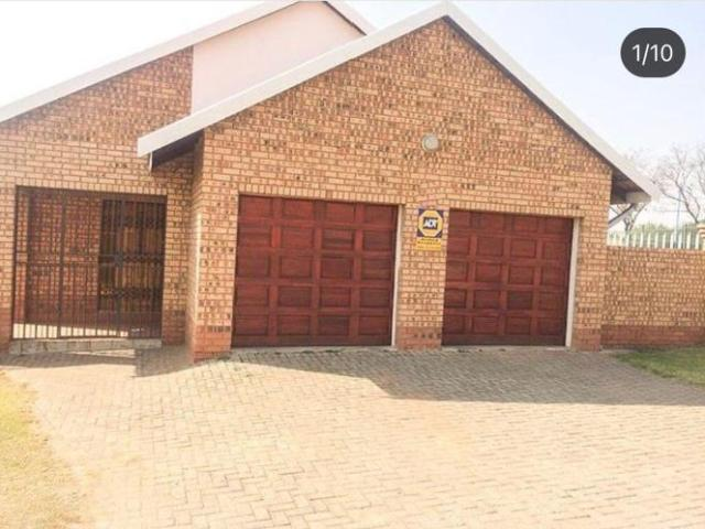 3 Bedroom Townhouse For Sale In Witbank Ext 10