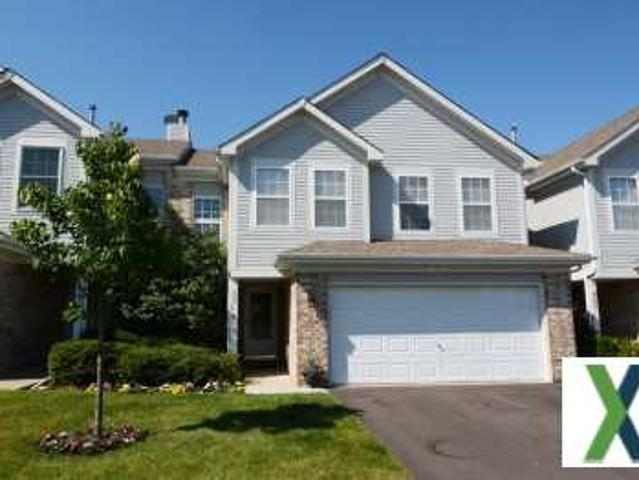 3 Beds, 3 Baths, 1,760 Sqft Townhome For Sale Roselle, Illinois
