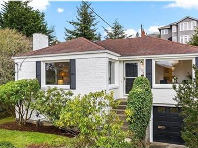 3 Beds Beautifully Updated Cape Cod Home.
