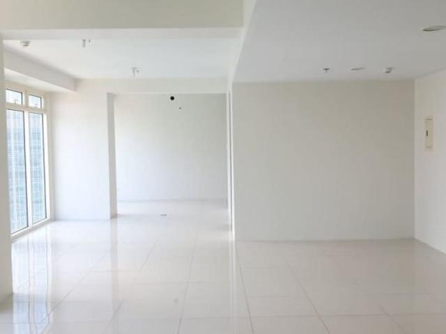 3 Br 154 Sqm With 2 Parking Slots At Central Park West Bgc