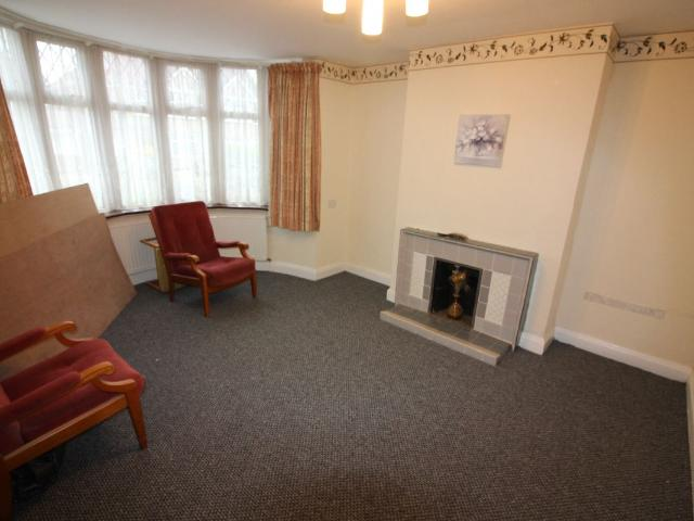 3 Semi Detached House In Harrow For Rent