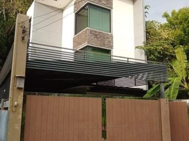 3 St0rey House And Lot For Sale In Lapu Lapu City