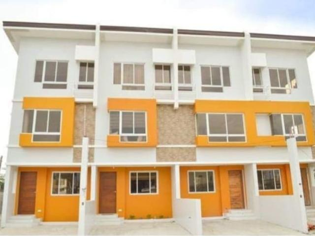 3 Story Townhouse In Las Pinas