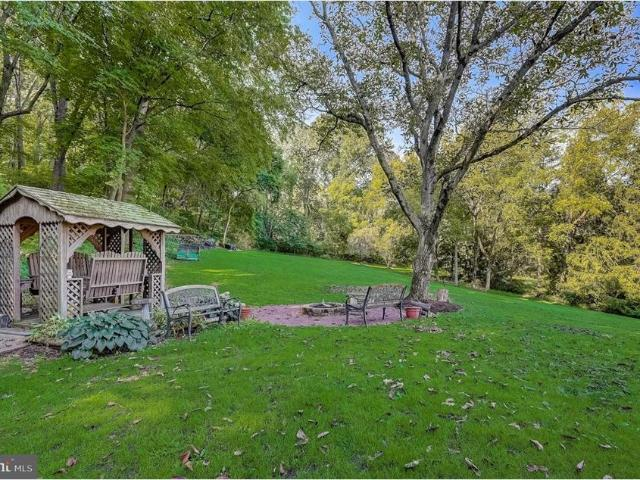 4660 Chestnut Hill Road, Center Valley, Pa 18034