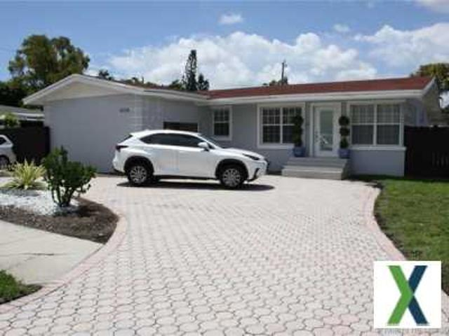 4 Bd, 2 Ba, 2702 Sqft Home For Sale Westchester, Florida