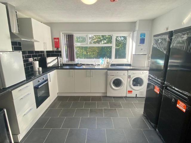 4 Bed Flat To Rent In Woodloes Avenue South, Warwick Cv34 Zoopla