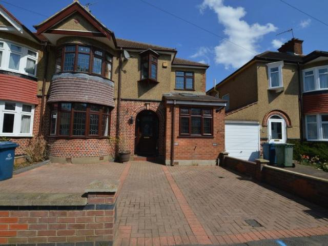 4 Bed Semi Detached House For Rent