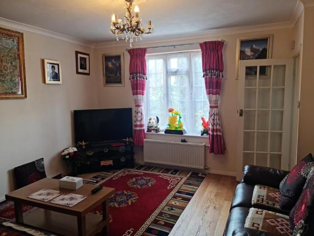 3 Bedroom Houses To Rent Garden Woking Houses To Rent In Woking Mitula Property