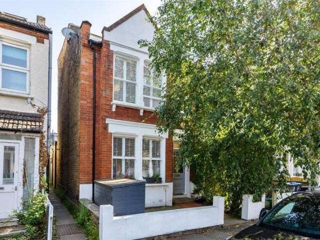 4 Bedroom End Of Terrace House