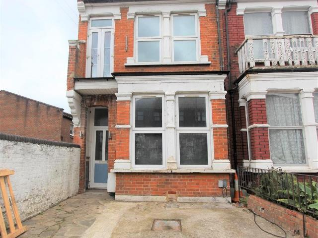 4 Bedroom Flat To Rent In Parkland Road, Wood Green, N22. On Boomin