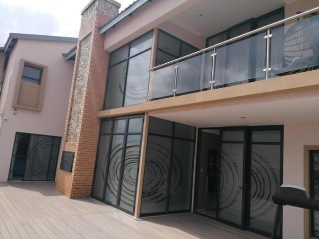 4 Bedroom House For Sale In The Orchards