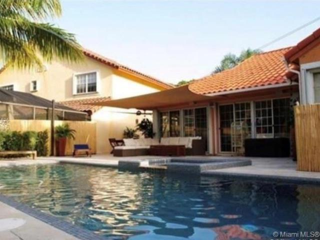 4 Bedroom Luxury Villa For Sale In Doral, Florida