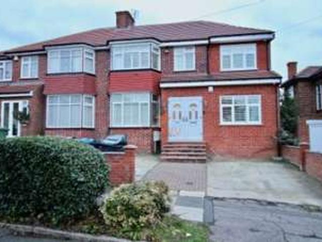 4 Bedrooms Semi Detached House For Rent In Lyon Meade, Stanmore, Middlesex Ha7