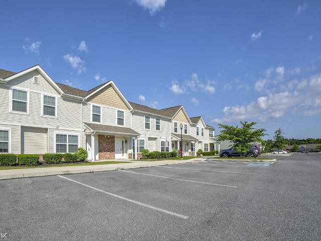 4 Br, 2 Bath Apartment Raystown Crossing Townhouse