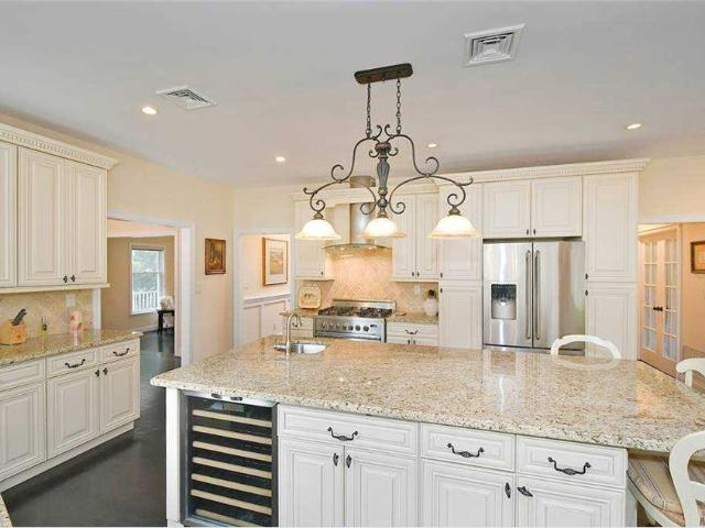 4 Hampton Court, Huntington, Ny 11743