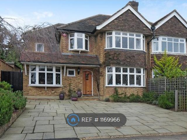 4 Semi Detached House In Stanmore For Rent