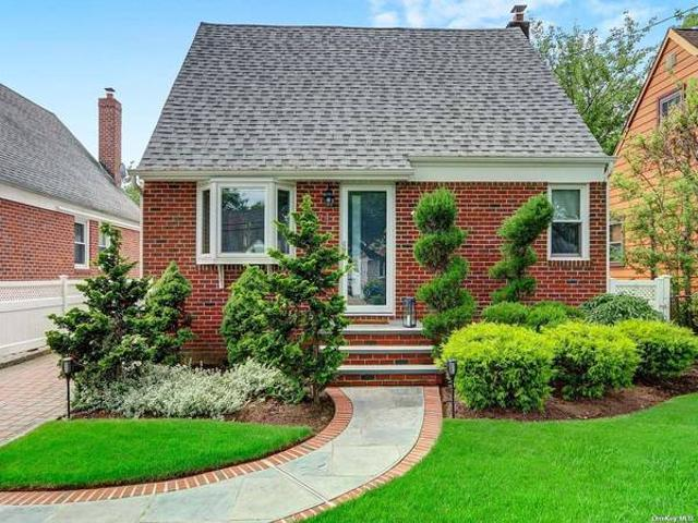 524 10th Ave, Immaculate Pristine Home, For Rent. New Hyde Park, Ny