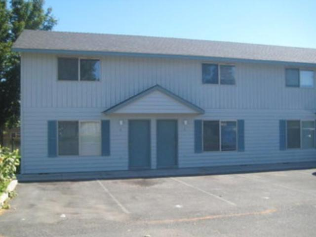 $550 / 2br Townhome Style Apartment New Carpet And Paint Redmond