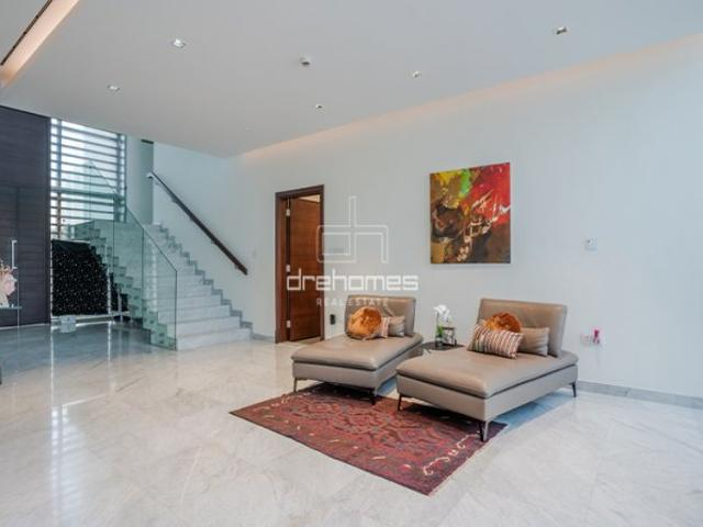 5 Bed Villa For Sale In District Eleven