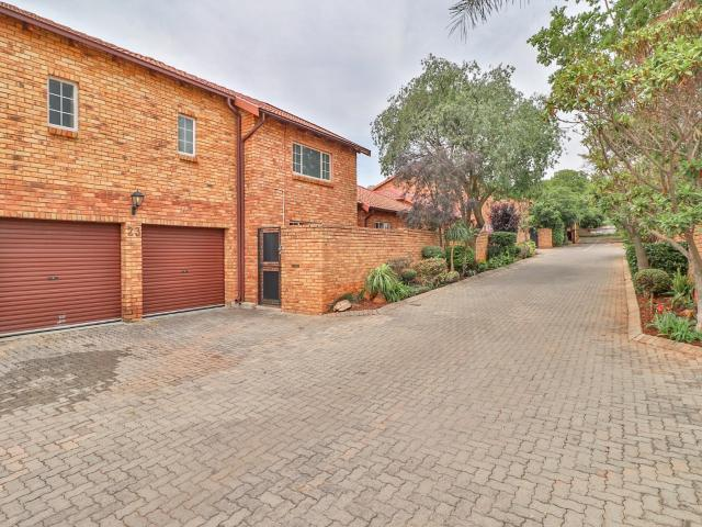 5 Bedroom Townhouse In Fairland