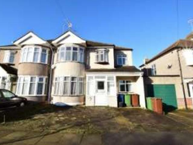 5 Bedrooms Semi Detached House For Rent In Grosvenor Avenue, Harrow, Middlesex Ha2
