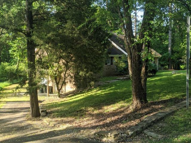 4 Br, 3 Bath House 101 Roundhill Road