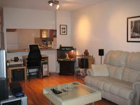 $650 / 2br Fully Furnished And Newly Painted Flat. Downtown