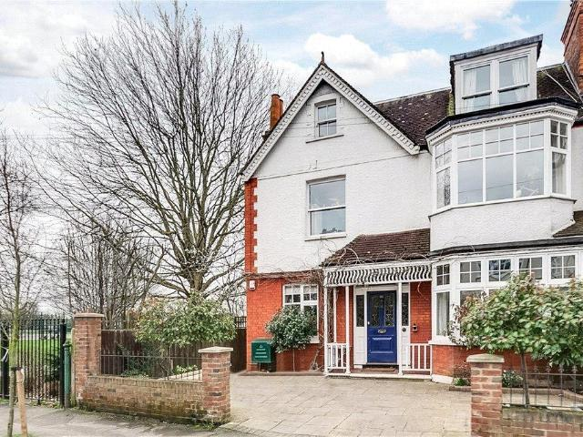 6 Bed End Of Terrace House For Sale