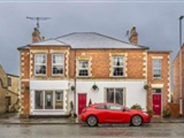 6 Bed House For Sale Station Road Wellingborough