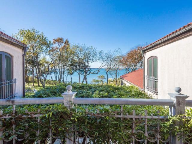 6 Bedroom Apartment For Rent At On The Blfs, Sag Harbor, Ny 11963
