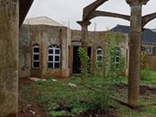 6bdrm Apartment In Ibadan For Sale