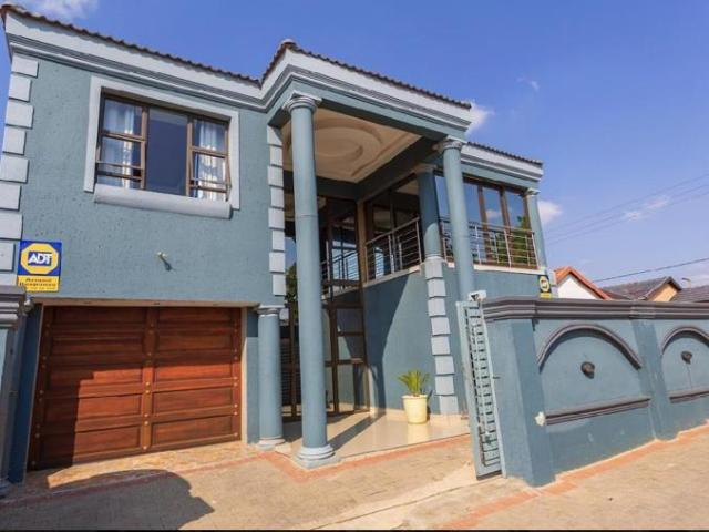 6 Bedroom House For Sale In Ebony Park