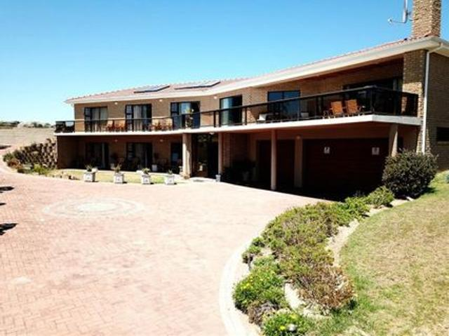 6 Bedroom House For Sale In Middedorp
