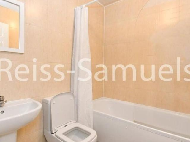 6 Bedroom Semi Detached House To Let In Ambassador Square London Poplar For £4,680 Per Month