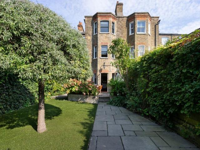 6 Bedroom Terraced House For Sale
