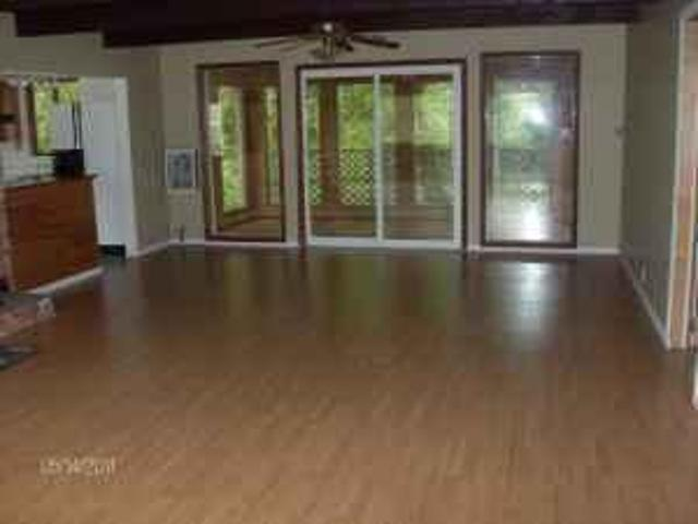 $700 / 2br Quiet 2 Bedroom In Country Riddle