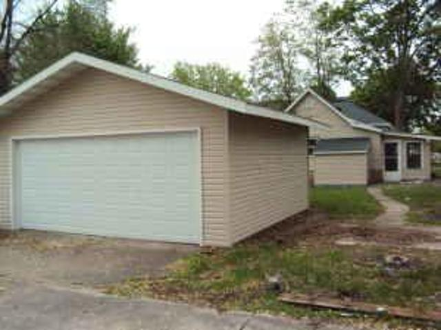$775 / 2br Updated Home With Garage 1403 Redfield St. Map