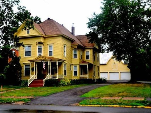 $800 / 2br Beautiful 2 Bedroom Victorian Apt Take Over Lease For Current Tenant
