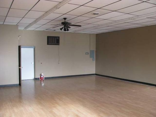 $800 / 900ft² Retail/commercial Space Summer St
