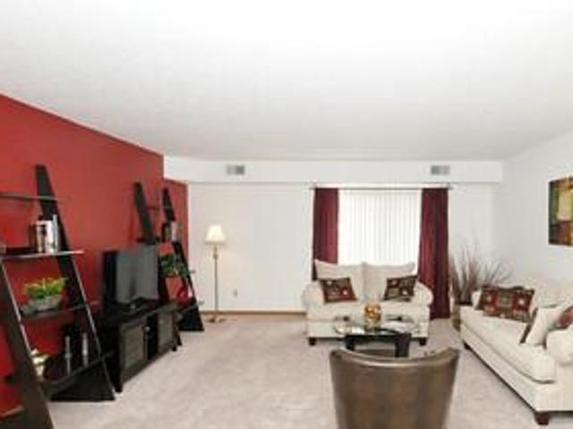 $830 / 2br Wow! 2 Bedroom 1 Bath. 1,120 Square Feet With Washer/dryer! Parma Heights, Ohio...