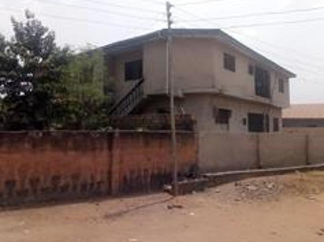 8 Bedroom Apartment / Flat For Sale In Ibadan North For ₦ 22,000,000 With Web Reference 10...