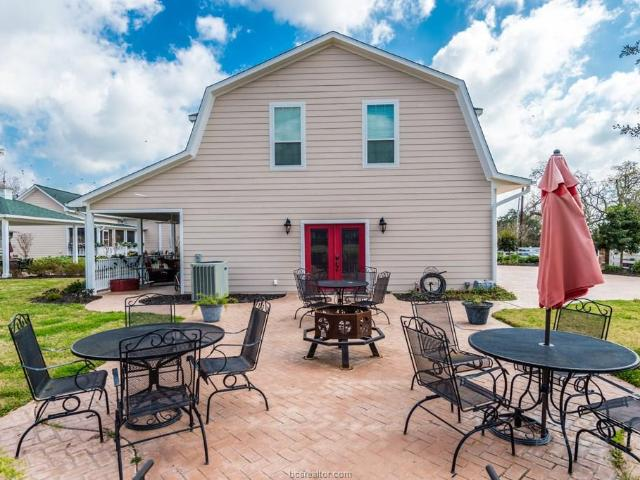 9500 Mayfield Avenue, Unit Carriage House