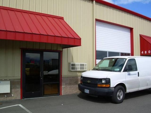 $975 / 1800ft² Office & Warehouse 1800 Sq. Ft. Nice