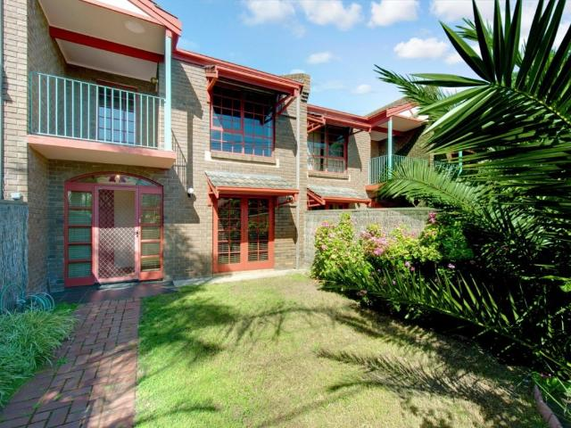A Bright And Spacious Townhouse In A Fabulous Location 9 Month Lease Only