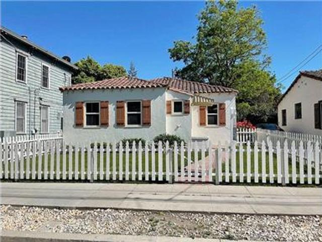 A Charming Remodeled Meridian Style 3br/1ba