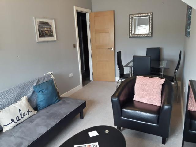 A Lovely 1 Bedroom Apartment Close To The City Centre Sleeps 4
