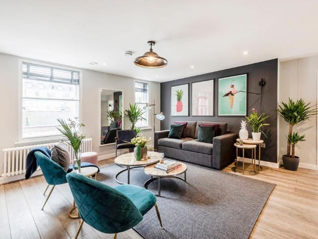 A Luxury Boutique 2 Bed Penthouse Chinatown