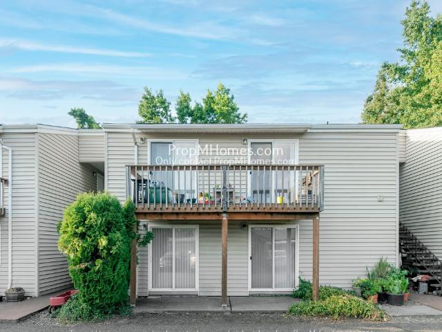 Adorable Two Bedroom Home In Canby!